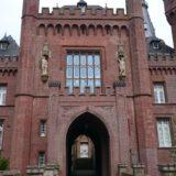 Der Eingang zum Schloss.