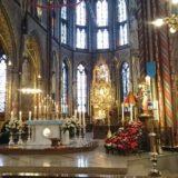 Der Altarraum der Basilika.